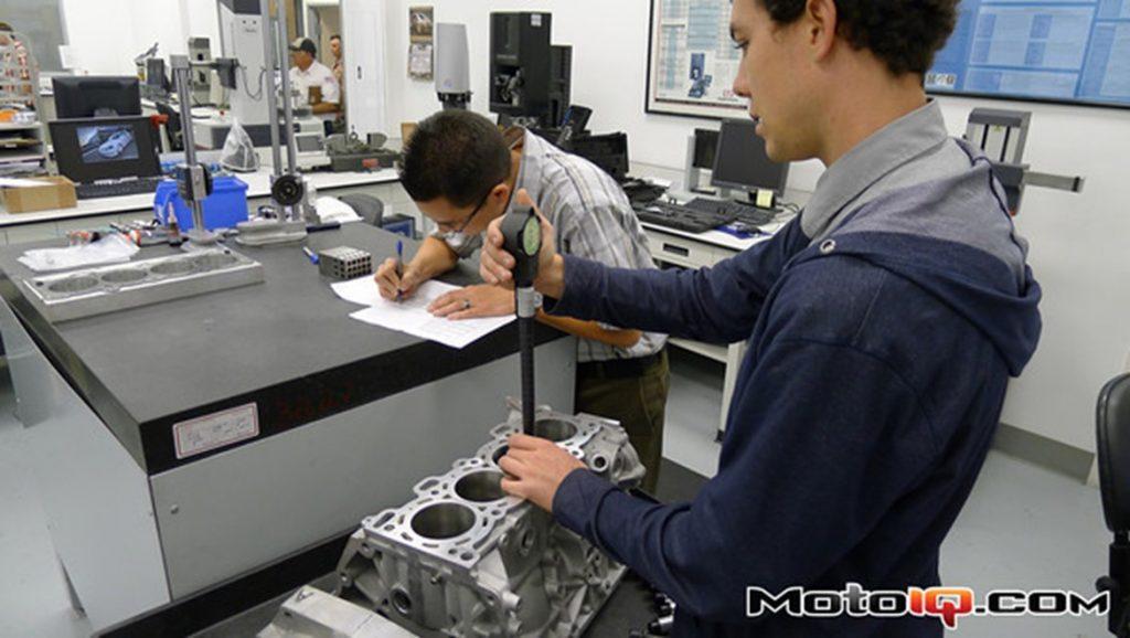 SR20 Measuring cylinder bore diameter